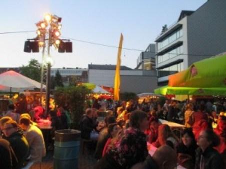 Aquí podemos ver el ambiente en el Food Truck Festival Fiestas de Gante 2015 (8): Food Truck Festival - IMG 2721 300x225 - Fiestas de Gante 2015 (8): Food Truck Festival