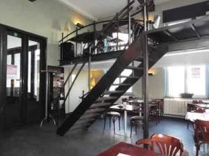 - casa rosa interior2 300x224 - Ruta temática: Bares de ambiente en Gante