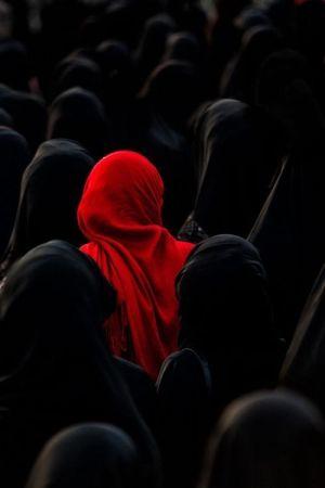 Hay Muchas Mujeres Solas