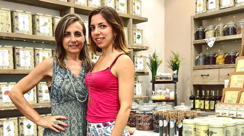 Laura e Manuela small   Erboristeria Erbainfusa Como   Shop Online
