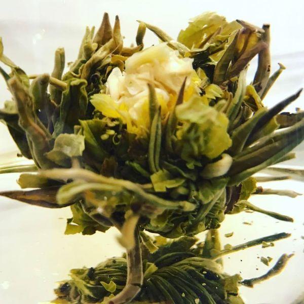 Tè - fiore da tè sbocciato - Erbainfusa | Erboristeria Erbainfusa Como | Shop Online