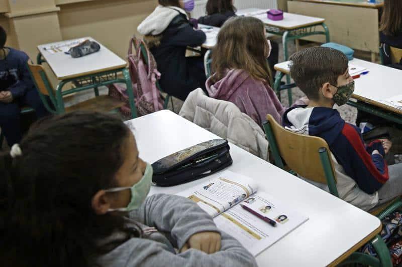Κινητοποιήσεις από δασκάλους για το άνοιγμα των σχολείων – Ζητούν μέτρα προστασίας