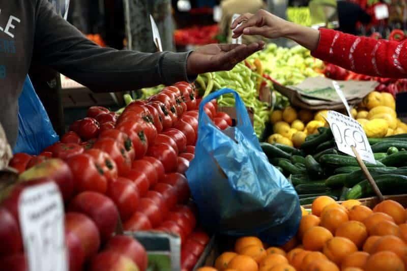 Σε πανελλαδική απεργία αποφάσισαν να προχωρήσουν οι πωλητές λαϊκών αγορών