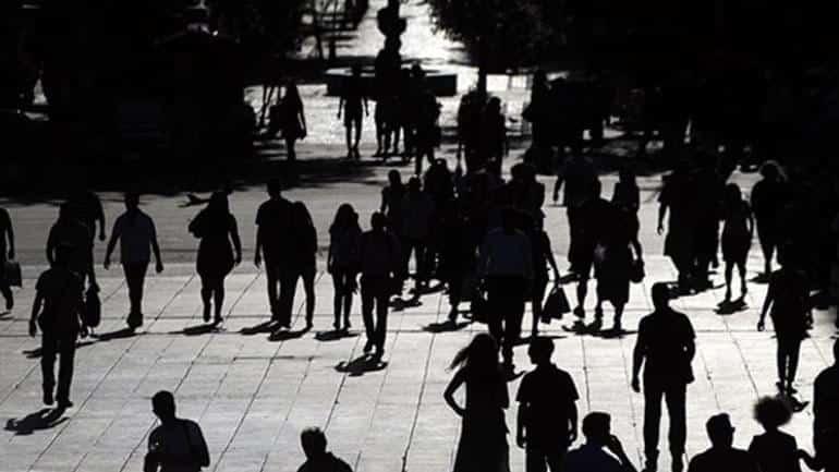 Συνεχίζει ο «οδοστρωτήρας» με τη χώρα σε πανδημία: «Ζούγκλα» στη αγορά εργασίας με νόμο Χατζηδάκη