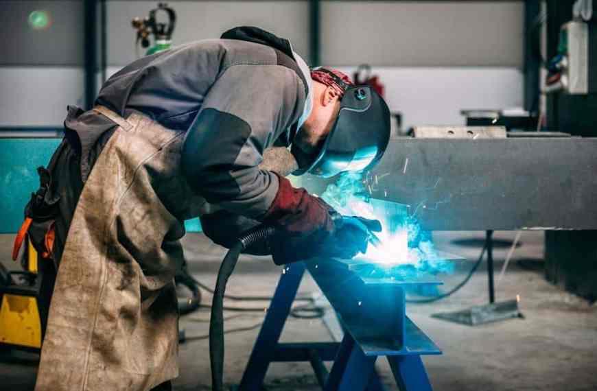 Κατάργηση από 1/1/2022 της διάκρισης ανάμεσα σε υπαλλήλους και εργατοτεχνίτες