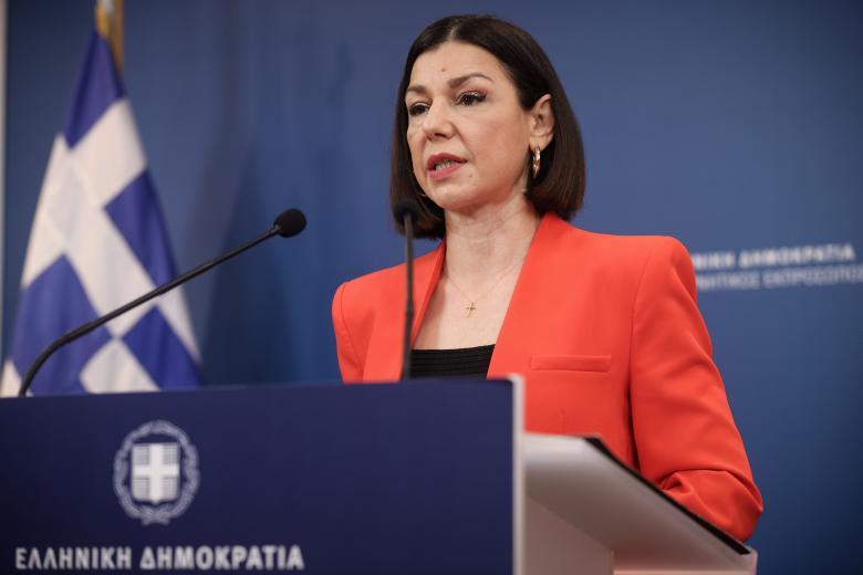 Η Πελώνη «αδειάζει» Γεωργιάδη: Δεν τίθεται θέμα απόλυσης σε εργαζομένους που δεν εμβολιάζονται