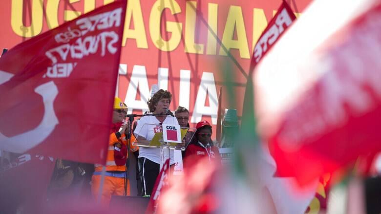 Παράταση προστασίας εργαζομένων από τις απολύσεις ζητούν τα ιταλικά συνδικάτα