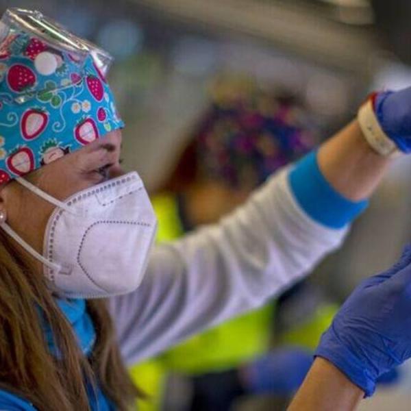 Αποκάλυψη βόμβα: 182 Έλληνες, πλήρως εμβολιασμένοι, έχουν πεθάνει!