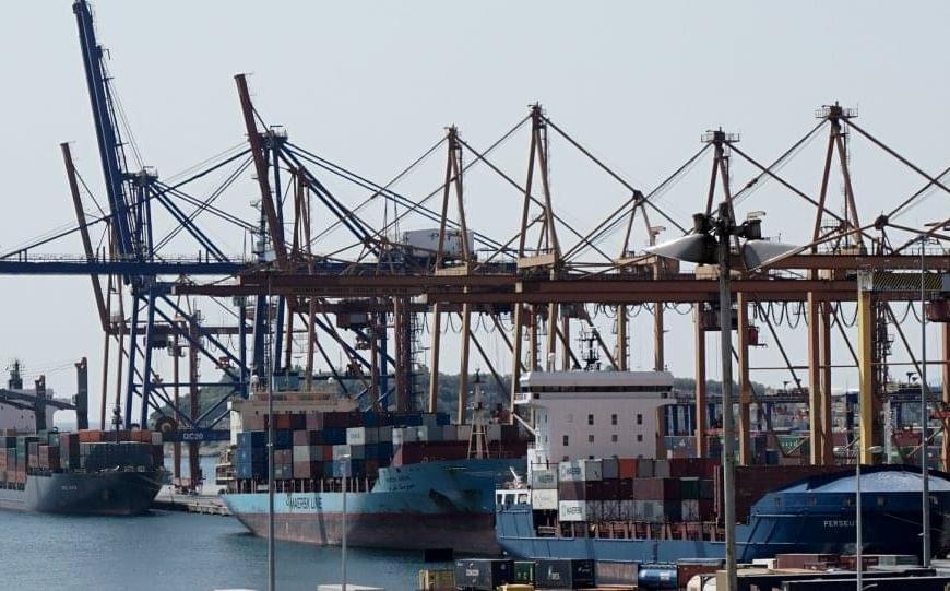 Νεκρός εργάτης στις προβλήτες της COSCO στο λιμάνι του Πειραιά/Συγκέντρωση τώρα στην πύλη του ΣΕΜΠΟ (ΦΩΤΟ)