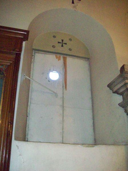 10-Edirnekapı Aya Yorgi Kilisesi Naosda Bema yakınında sonradan kapatılan açıklıklardan biri
