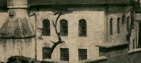Encümen arşivinden alınan 1939 yılı onarım öncesine ait belge-2 de taş söveler görülmektedir.