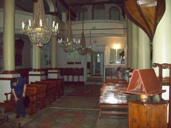 7-Edirnekapı Aya Yorgi Kilisesi naosu ve batıda üstte kadınlar galerisi(Foto doğudan batıya çekilmiştir)