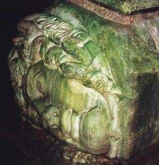 Resim 4 Yerebatan Sarayında Son yıllarda Ortaya Çıkarılan Medusa Başı