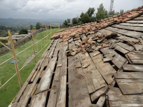 Uygulama öncesinde çatının durumunu gösterir fotoğraf