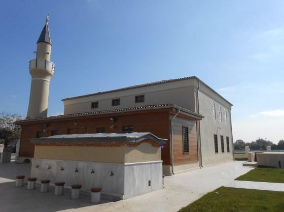 Caminin ahşap iskeletli çatısı elden geçirilmiş özelliğini yitirmiş elemanlar yenilenmiştir. Minarede nitelikli yüzey temizlikleri yapılmış duvar dokusunda kullanılan harcın özelliklerine benzer harçla derz onarımları yapılmıştır.