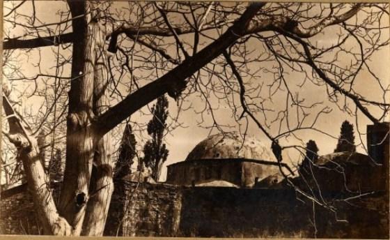 1940 tarihli Encümen arşivi fotoğrafına göre hamamın arkadan görünüşü