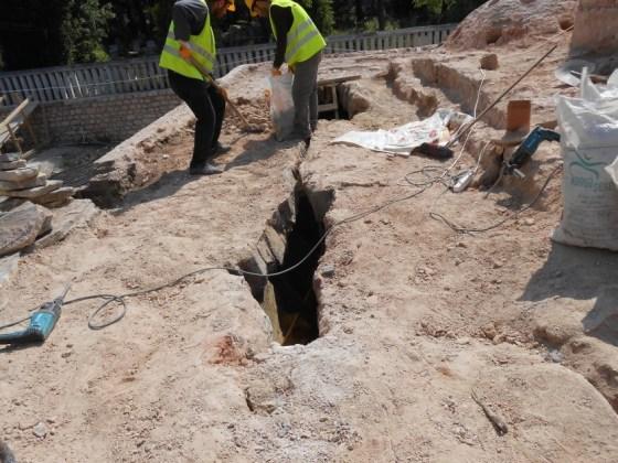Sıcak su haznesinin gevşeyen taşlarının alınması