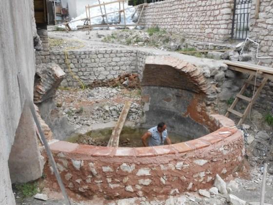 Dairevi su sarnıcının taş beden duvarının yıkılmış kısımlarının örülmesi