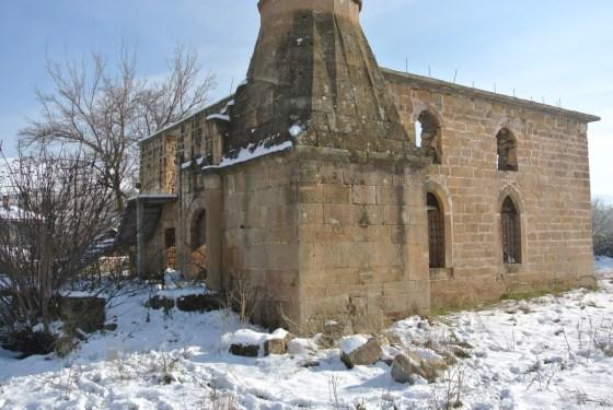 Beden duvarları ve minaresi ile günümüze ulaşan yapıya geç dönemde betonarme döşeme, merdiven,hatıl ..vb. muhdes ekler eklenmiştir.