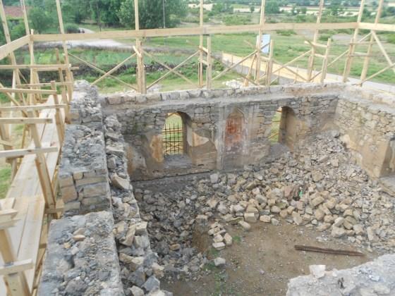 Zemin kot pencerelerine kadar sökümü yapılan beden duvarları (fotoğraf 3)