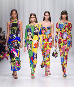 1509598969_786_breaking-newsversace-2018-collezione-moda-primavera-estate-254x300