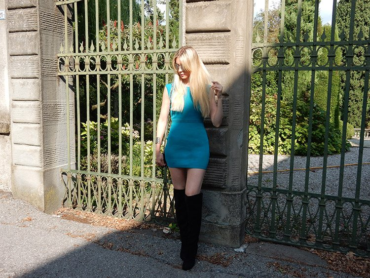 Stivali sopra il ginocchio come indossarli con un mini abito
