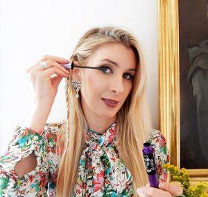 Il nuovo mascara Maybelline Push Up Angel è fantastico perché dona alle ciglia un effetto alato, pieno di volume per uno sguardo intenso