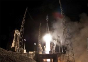 Décollage du lanceur Soyouz ST-B VS06 le 19/12/2013 © CNES/ESA/Arianespace/Optique Vidéo CSG, 2013