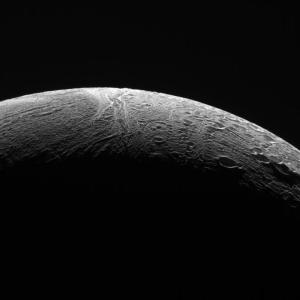 Enceladus satellite de Saturne © NASA/JPL/Caltech/Space-Science-Institute