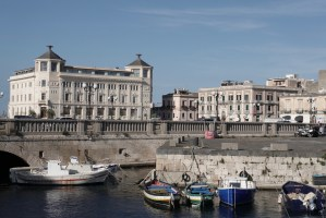 Siracuse - bij de brug naar Isole di Ortigia