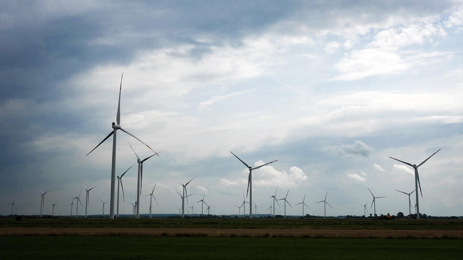 Windmolens in Noord-Duitsland, vlak onder de grens met Denemarken.