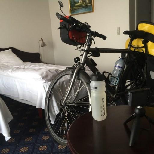In hotel Søgården in Brørup mag mijn fiets mee naar de kamer.