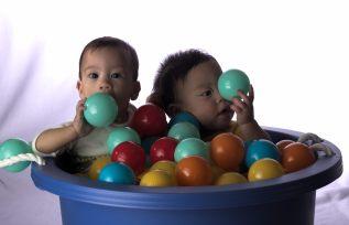 Twins in Purple Bucket - 2016-07-04--004-1