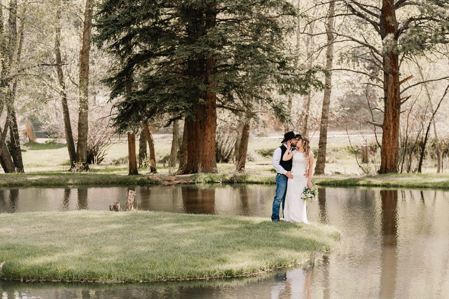 Black Canyon Inn wedding offers numerous locations for couples portraits