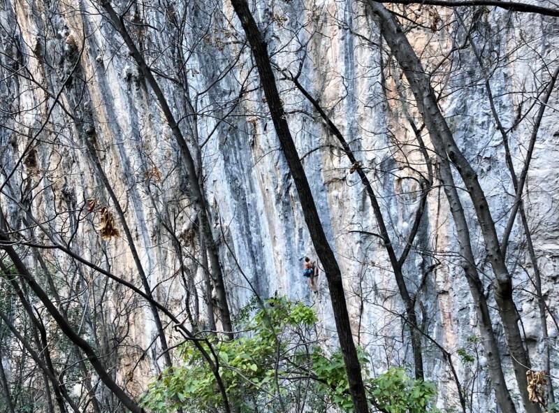 Michal Matyjasik climbs Dante's Inferno El Salto Rock Climbing
