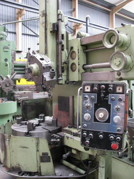 TOS SKJ8A vertical boring mill with side head