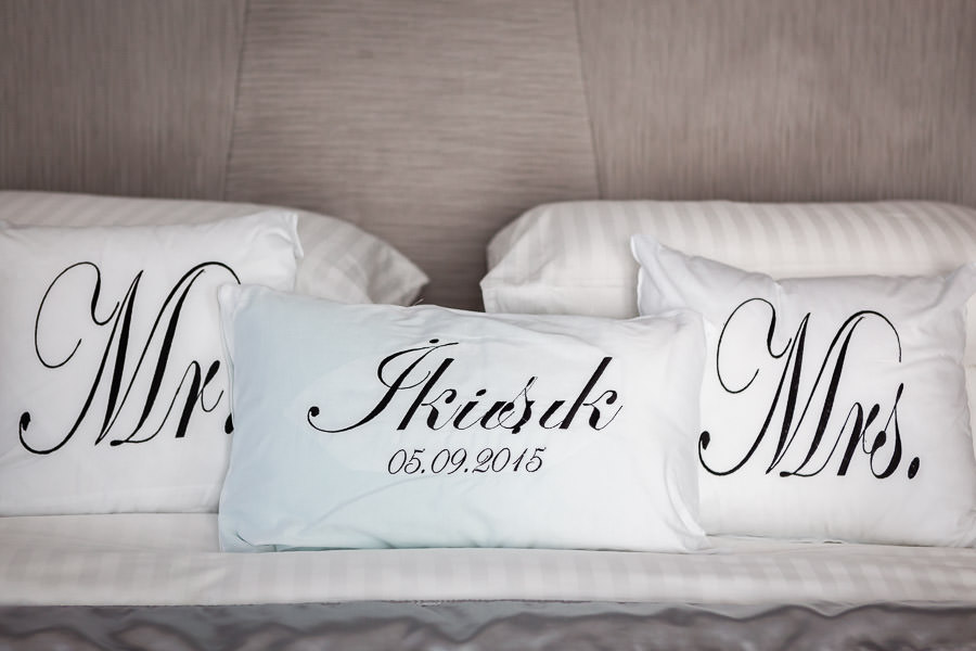 decorated pillows for wedding day