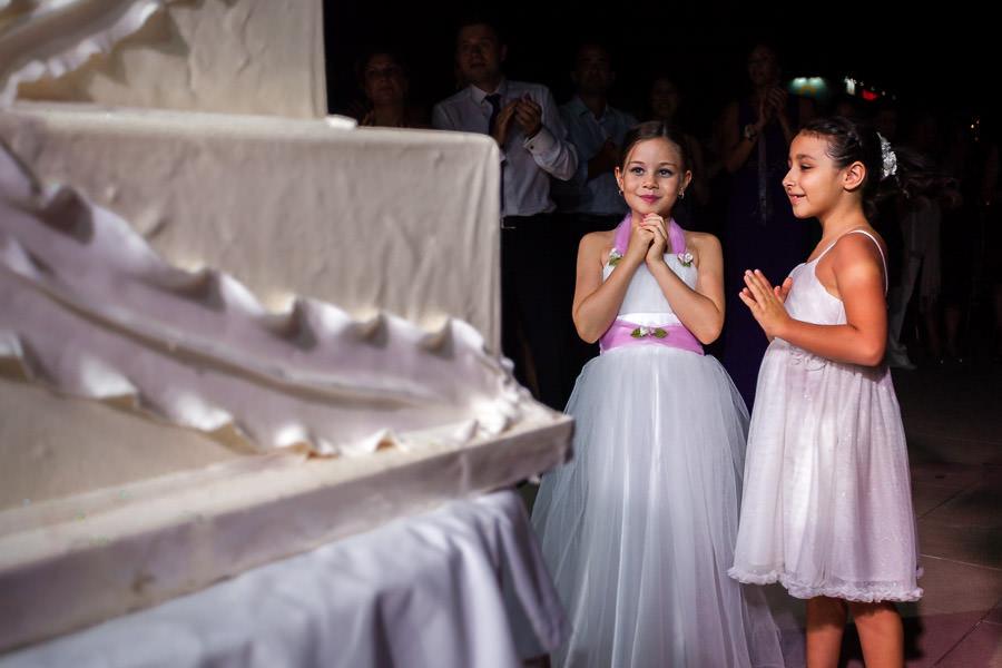 girls watching the wedding cake