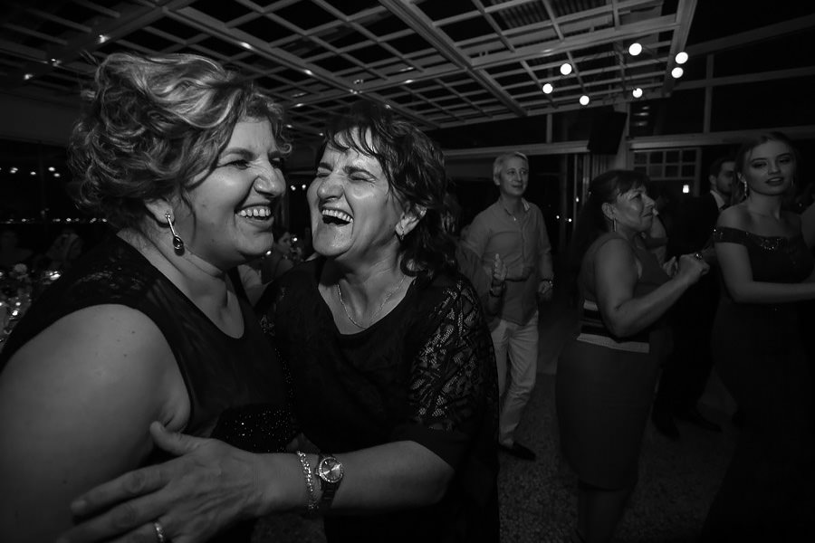 guests having fun at sardunya karaöy wedding