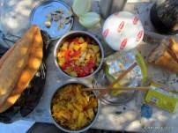 zeytinlikte öğle yemeğimiz