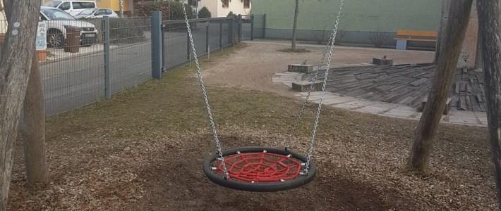 Neue Nestschaukel für den KiTa Spielplatz installiert