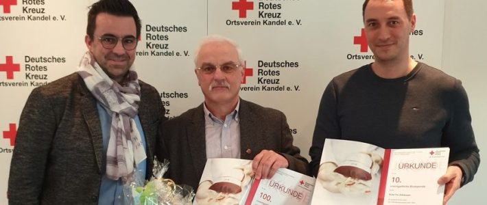Erlenbacher für 10 und 100 maliges Blutspenden geehrt
