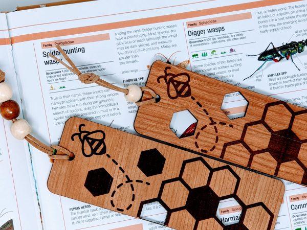 hexagon bee wooden bookarm
