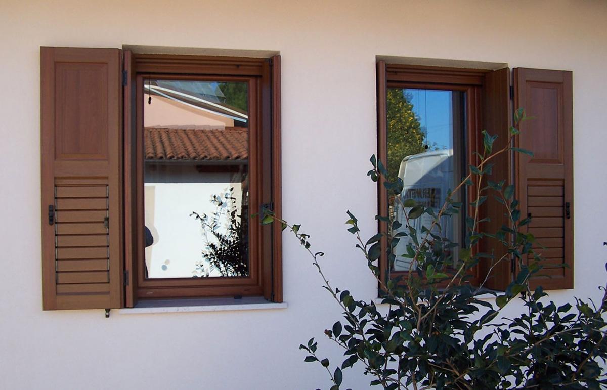Produzione montaggio vendita serramenti finestre infissi in pvc udine trieste gorizia - Finestre in pvc vendita on line ...