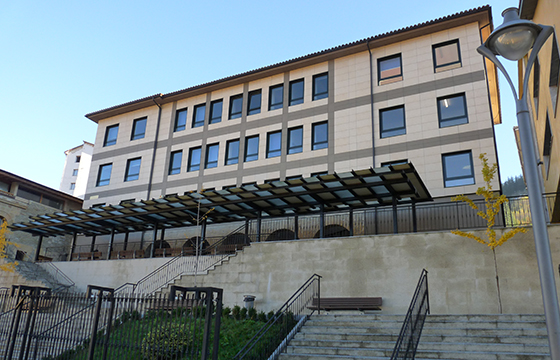 Estudiantes de Ermua inician recogida de firmas para mantener abierta la biblioteca municipal los fines de semana