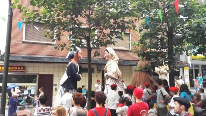 Gigantes y Cabezudos en las fiestas de Ermua