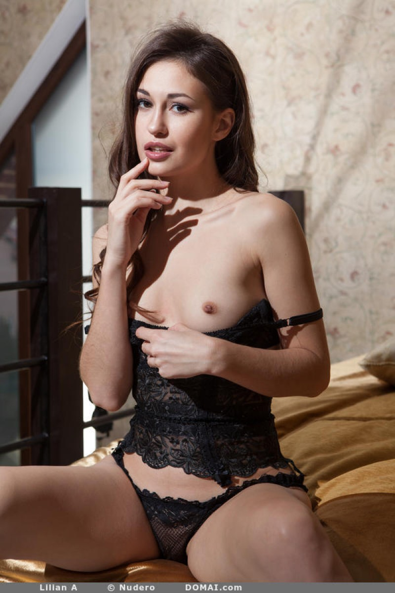 Lillian A Naked and Seductive