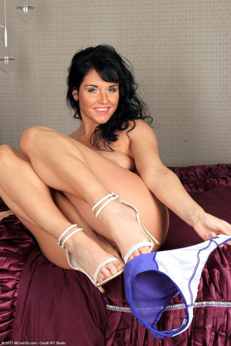 Leah H Seductive Cougar Strips