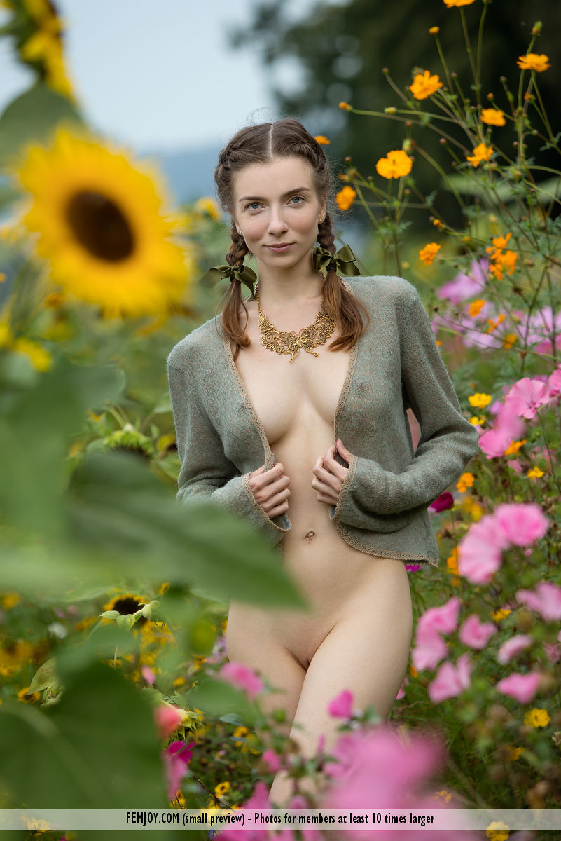 Erotic model Mariposa with a perfect figure teasing in the outdoors - shaved pussy 1