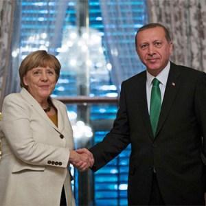 La Germania porta a processo il comico che ha insultato Erdoğan